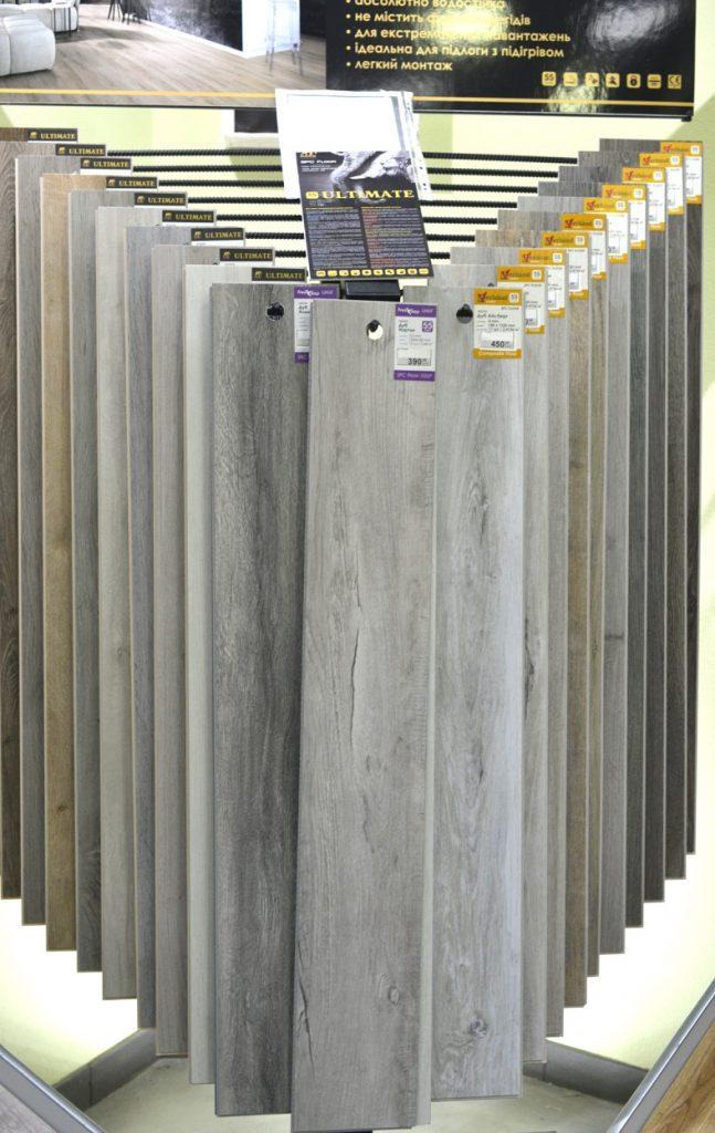 фото стойка SPC ламинат сео-текст