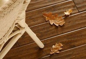 фото массивной доски с листьями