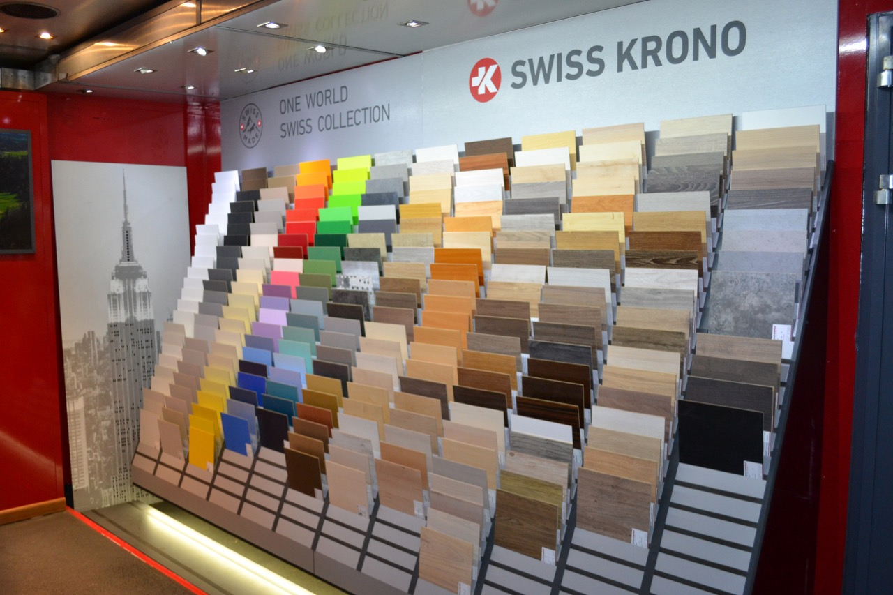 фото Выставка декоров ламината Swiss Krono